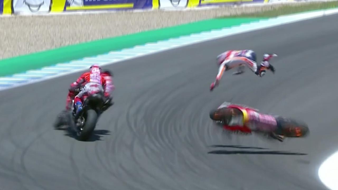 Pedrosa vliegt door de lucht bij crash MotoGP in Spanje