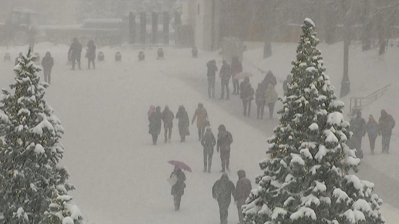 Straten Moskou bedekt door recordhoeveelheid sneeuw