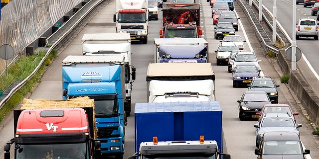 A2 bij Deil afgesloten na ongeluk met meerdere auto's