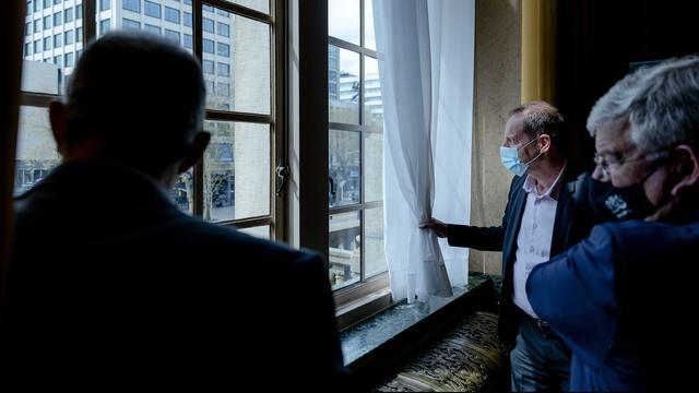 Aboutaleb en Van Zanen lieten Prudhomme na afloop nog even het uitzicht over de Coolsingel zien.