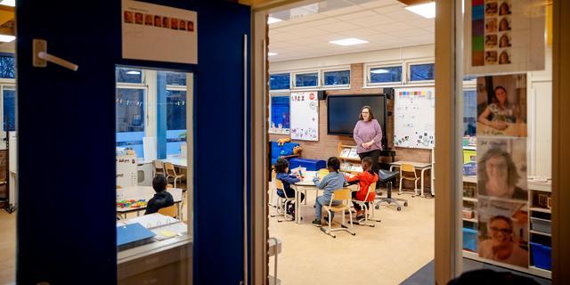 Vrijwel alle scholen weer open, in kleine groepjes werken lukt vaak niet