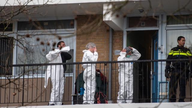 Politie doet onderzoek naar overleden persoon in woning Plutostraat