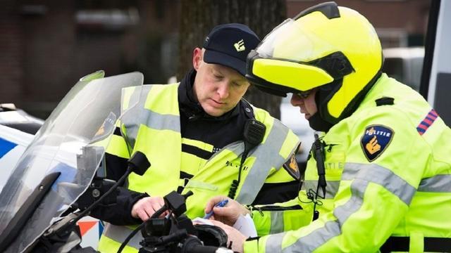 Politie deelt 22 bekeuringen uit bij verkeerscontroles Steenbergen