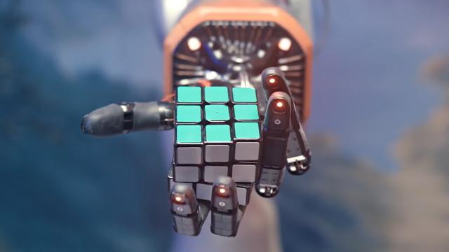 Robot lost Rubiks kubus met één hand op