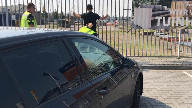 Auto's en 13.000 euro in beslag genomen bij verkeerscontrole Waalhaven