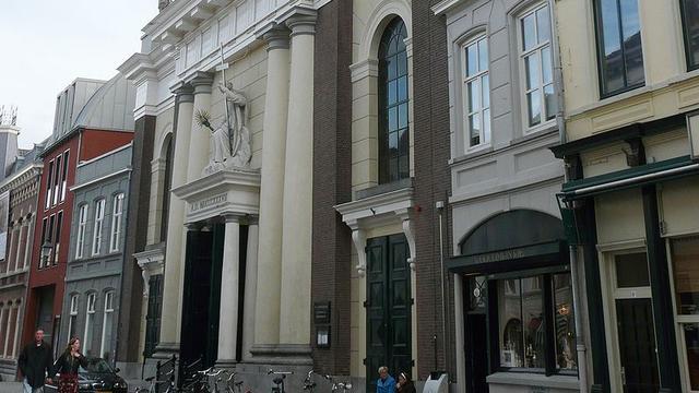 Kathedraal in Breda deelt verwarmingskussens uit aan koude kerkgangers