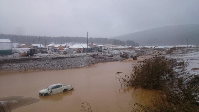 Drie arrestaties verricht na instorting van een dam in Siberië