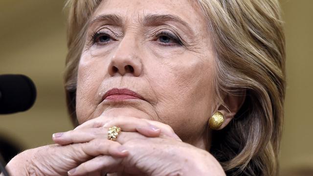 Hillary Clinton onder vuur tijdens debat om stem voor inval Irak