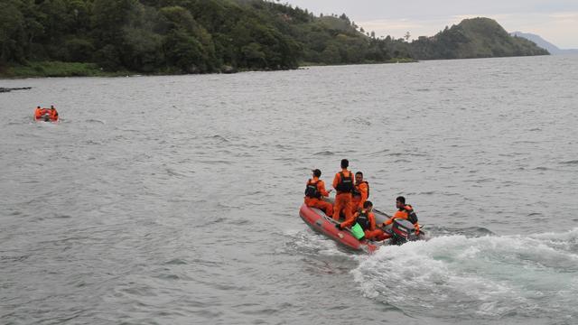Zeker 190 mensen vermist na kapseizen boot in Indonesië