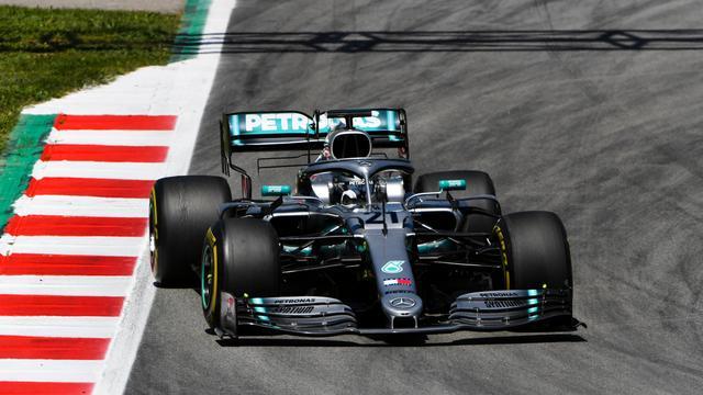 Mazepin rijdt in Mercedes snelste tijd op tweede F1-testdag in Barcelona