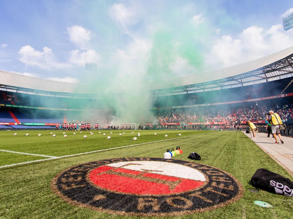 Feyenoord Met Rouwbanden Tegen Sparta Na Dood Oud Trainer