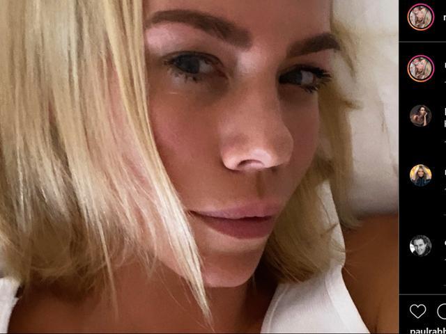 Een blonde in haar eerste sollicitatiegesprek