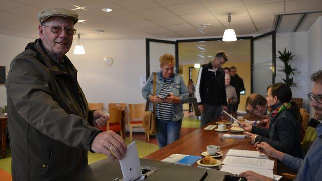 Drukte bij enige stembureau in Tholen-Stad