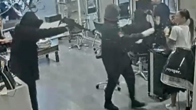 Brute overval met automatisch wapen in Amsterdam