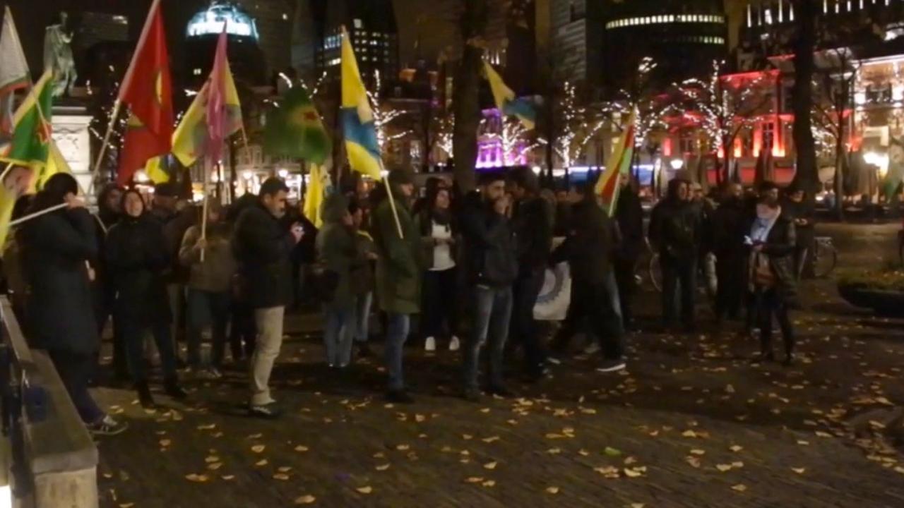 Koerden houden nachtelijke demonstratie in Den Haag