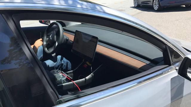 Interieur Tesla Model 3 voor het eerst te zien | NU - Het laatste ...