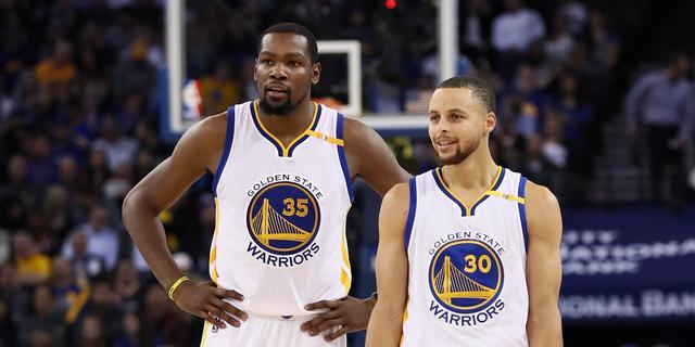 Uitgejouwde Durant wint met Warriors van oude club Thunder
