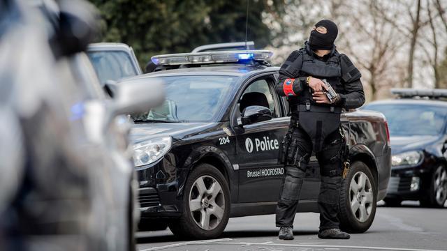 'Aanslagplegers Parijs en Brussel verstopten wapens op basisschool'