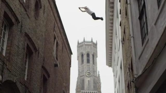 Australische freerunner vertoont kunsten in Brugge