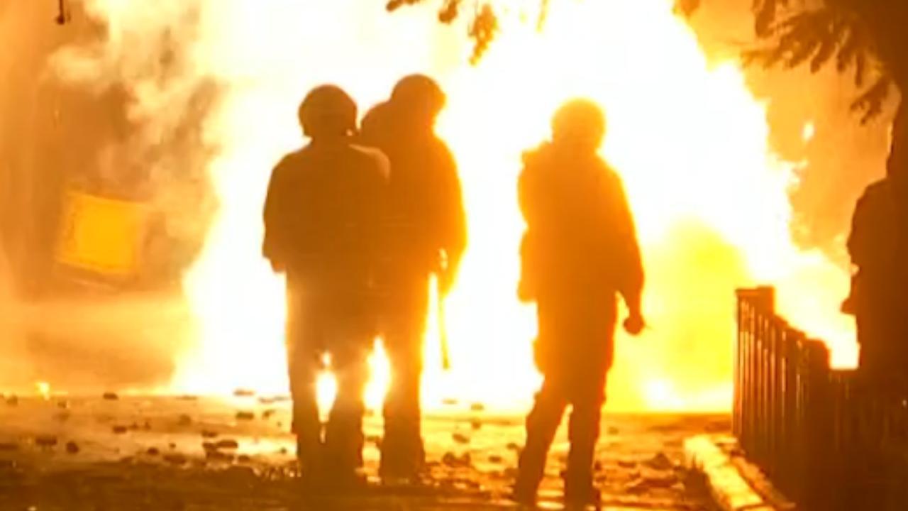 Demonstranten gooien benzinebommen naar politie in Athene