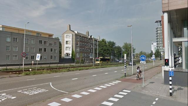 Automobilist rent weg na botsing Graadt van Roggenweg