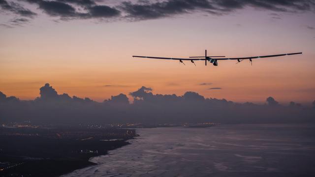Zonnevliegtuig Solar Impulse begint aan Atlantische oversteek