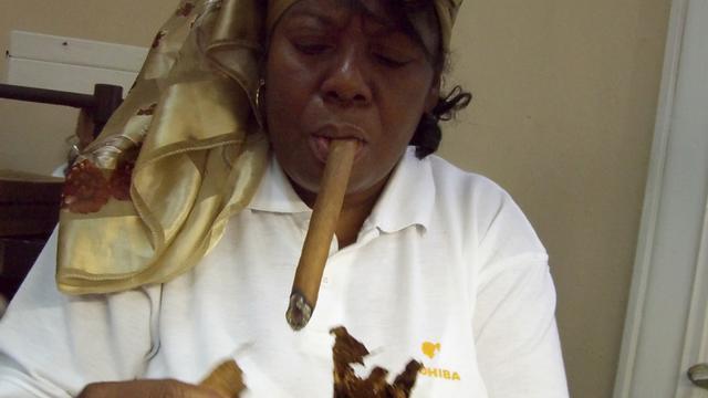 Obama heft invoerrechten op Cubaanse sigaren en rum op