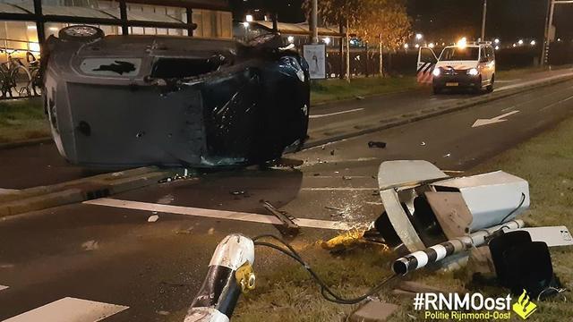 Dronken bestuurder rijdt zijn auto total loss aan de Prins Alexanderlaan
