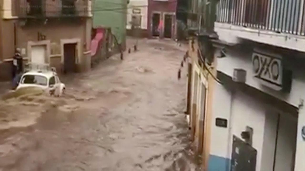 Historische stad Mexico blank door overstroomde dam