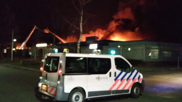 Grote brand verwoest paintballcentrum aan Protonstraat