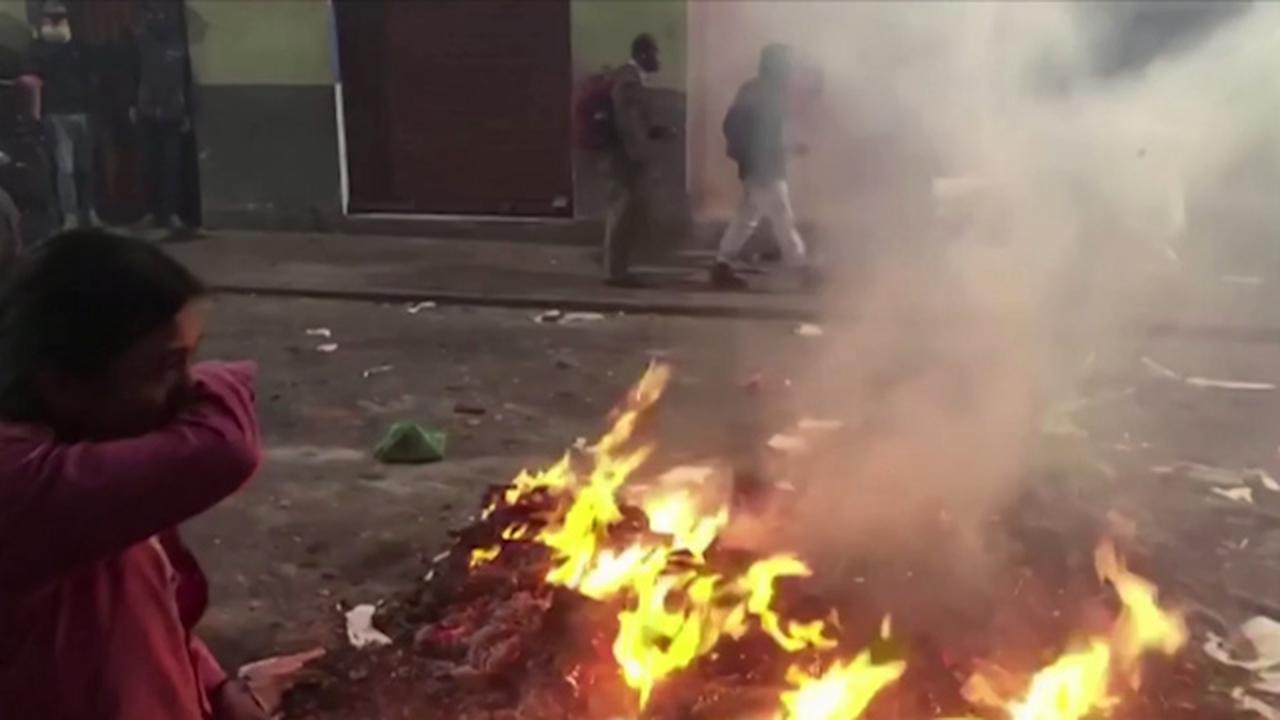 Demonstranten Ecuador bekogelen politie met stenen