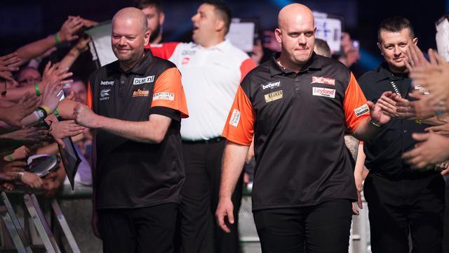Van Gerwen en Van Barneveld simpel verder op World Cup of Darts