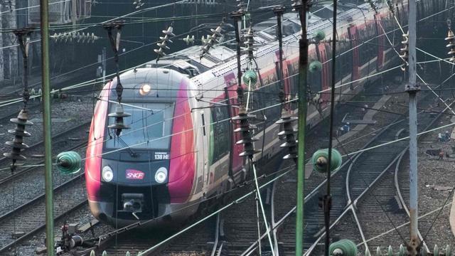 Franse regering helpt spoorbedrijf SNCF met schulden