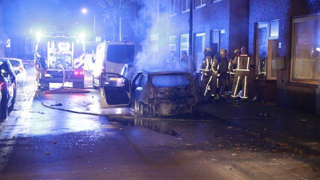 Twee auto's en scooter uitgebrand in Herman Costerstraat