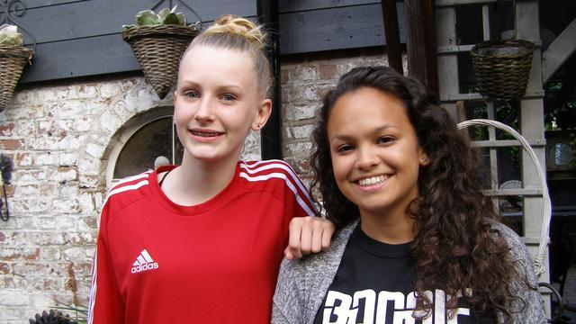 Steenbergse meiden naar WK Hiphop met kledinginzamelingsactie