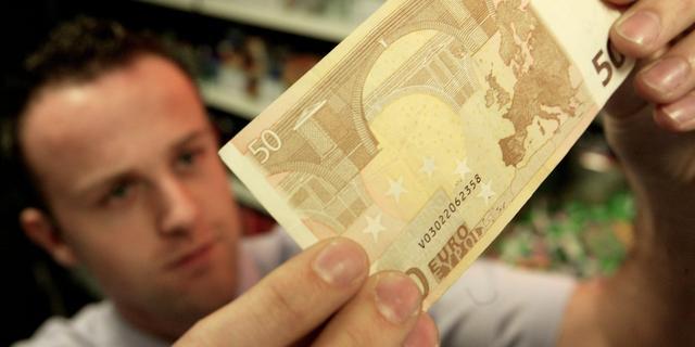 Bezoeker betaalt met vals geld in café