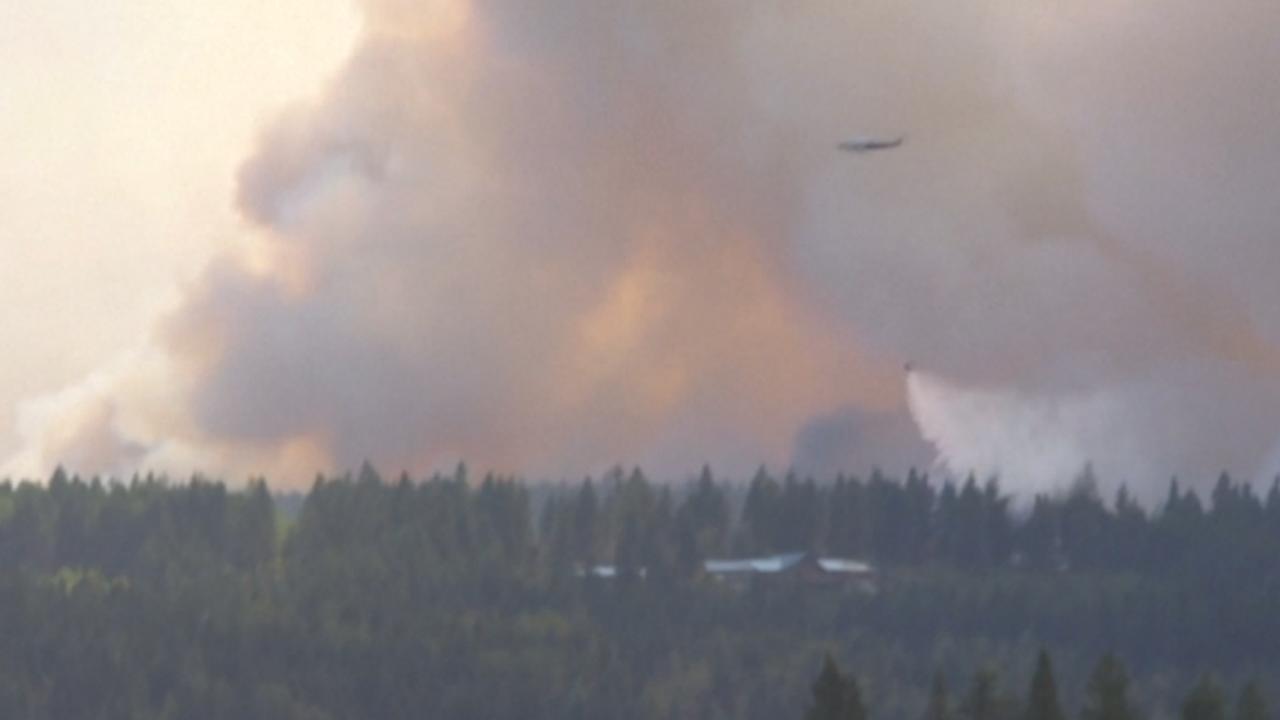 Canada zet helikopters in om bosbranden te blussen