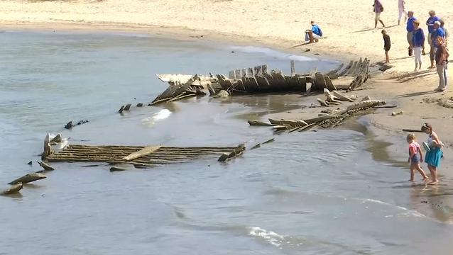 123 jaar oud wrak te zien door lage waterstand Rijn