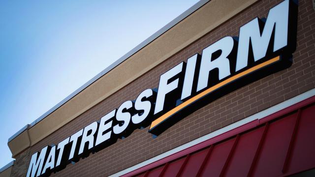 Geplaagd meubelbedrijf Steinhoff verkoopt verschillende bezittingen