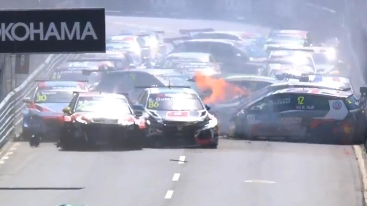 Grote crash vlak na start bij WTCR-race in Vila Real