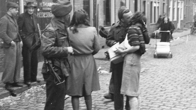 1945: In Groningen worden de bevrijders bedankt.