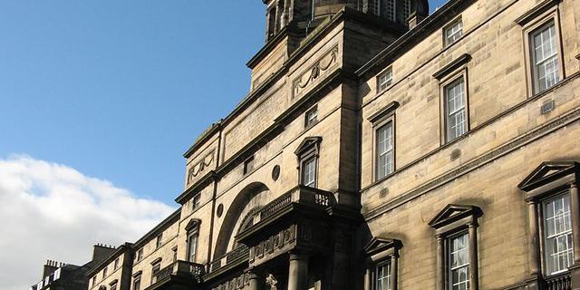 Eerste vrouwelijke studenten Schotse universiteit studeren na 150 jaar af
