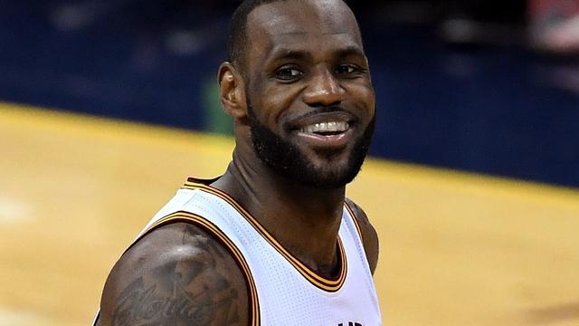 LeBron James verlengt contract voor drie seizoenen bij Cleveland Cavaliers