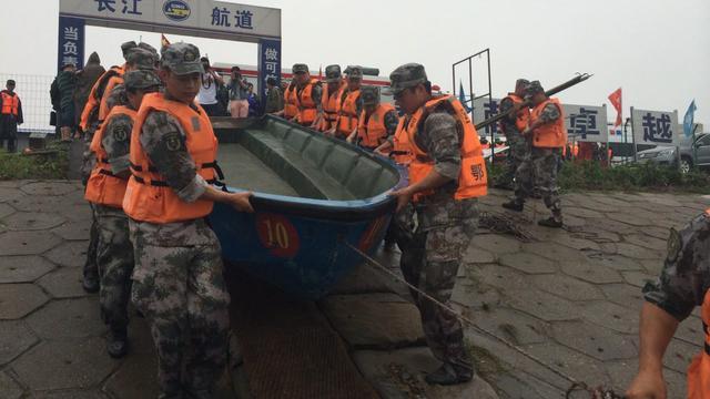 Schip met meer dan vierhonderd passagiers zinkt in China