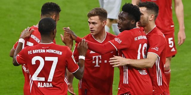 Winnend Bayern één zege verwijderd van titel door nederlaag Leipzig