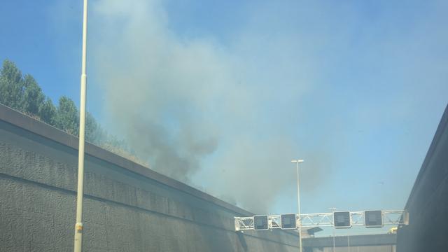 Treinverkeer Hoofddorp tijdelijk gestremd door bermbranden