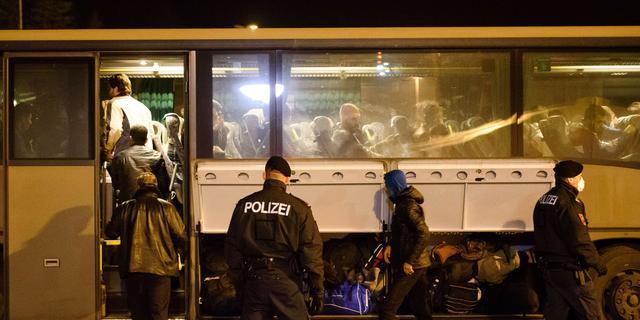 Vier mannen opgepakt met bommen in auto in Hongarije