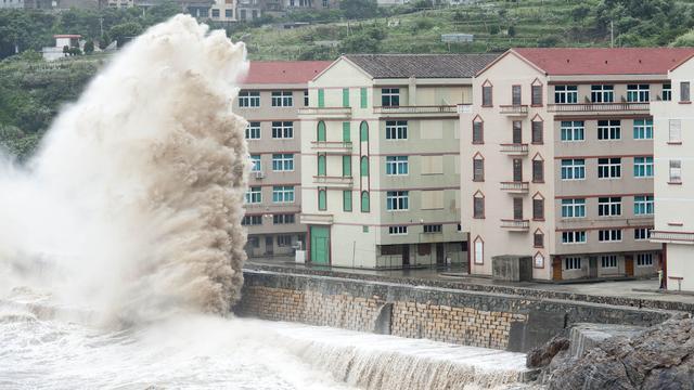 Bijna miljoen Chinezen geëvacueerd om naderende tyfoon