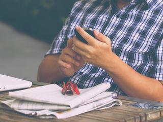 Gratis smartphone op school moet sociaal isolement tegengaan