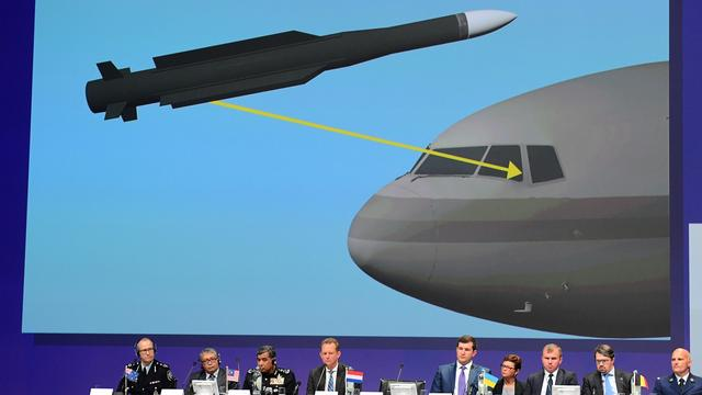 Russische krant identificeert militair achter transport MH17-raket